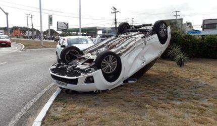 Deputado Cabo Campos se envolve em acidente de trânsito no Calhau
