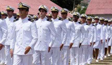 Marinha divulga três editais de concurso público; salários de até R$ 10 mil