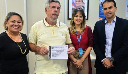 Detran-MA emite primeira credencial de estacionamento de idosos