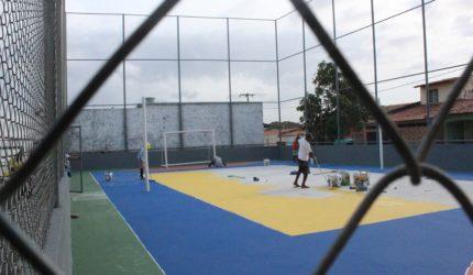 Na periferia de São Luís, terreno baldio vira quadra esportiva