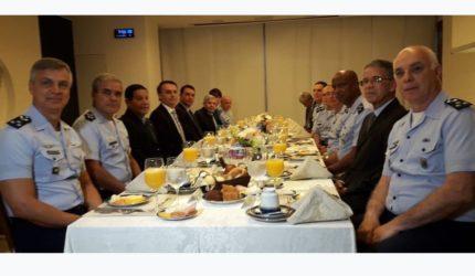 Bolsonaro debate com comandantes da Aeronáutica o funcionamento de Alcântara