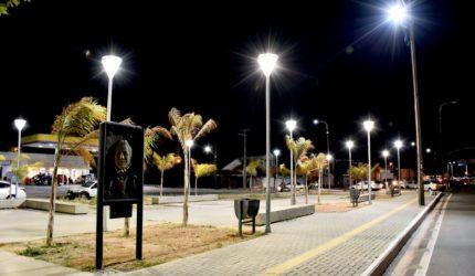 Nova iluminação da Praça Joãosinho Trinta está em fase final