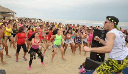 Dançando na praia de São Marcos em São Luís do Maranhão