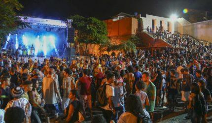 Festival de fim de ano traz samba e carnaval maranhense na Praça Nauro Machado