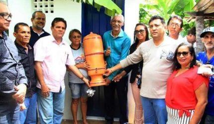 Domingos Dutra vira alvo de 'fake news' após entrega de kits sanitários