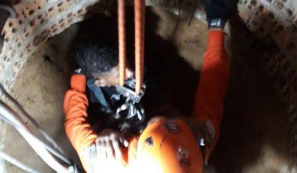 Mulher e garoto presos dentro de um poço são resgatados pelo Corpo de Bombeiros