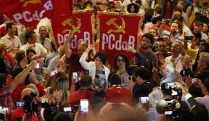 Comunistas fecham com Maia e podem ficar ao lado de Bolsonaro na eleição da Câmara
