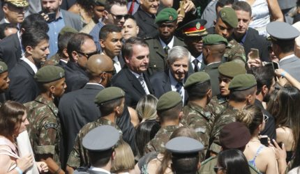 Governo Bolsonaro considera usar militares da reserva no serviço público