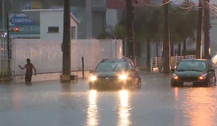 Forte chuva causa alagamentos e transtornos em São Luís