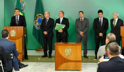 Projeto propõe sustar decreto que simplificou posse de armas