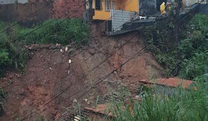 Famílias atingidas pelas chuvas no bairro do Sacavém, recebem assistência
