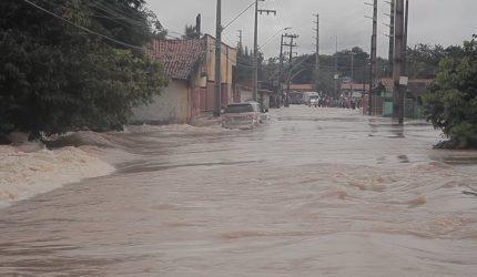 Chuvas deste final de semana desabrigaram 380 pessoas em São Luís