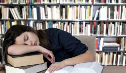Saiba como enfrentar o sono durante os estudos
