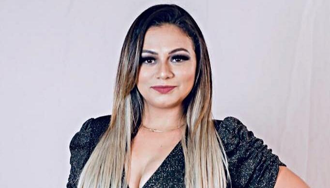 Resultado de imagem para cantora e compositora Andreia Ribeiro