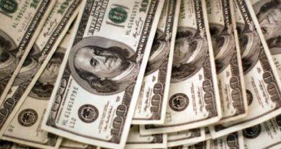 Dólar zera perdas do ano e fecha a R$ 5,20