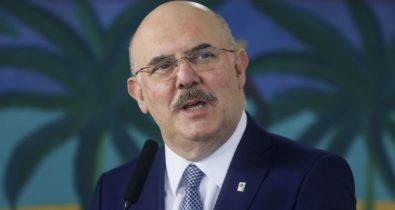 Ministro da Educação diz não se opor à informatização em escolas