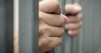 Homem é preso após descumprir medida protetiva de urgência contra ex-companheira