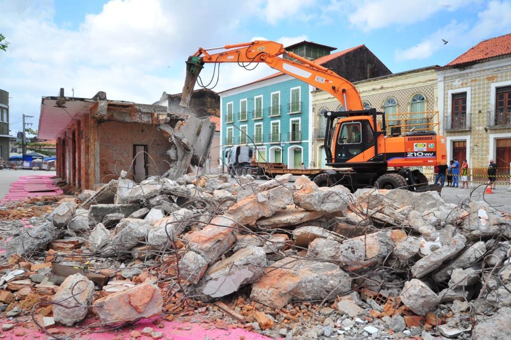 Abrigo da Praça João Lisboa é demolido | O Imparcial