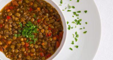 Saiba como fazer sopa de lentilha para o Ano Novo