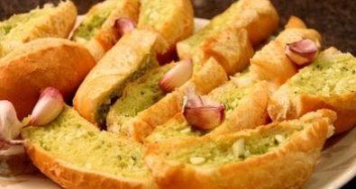 Pão de alho para acompanhar churrasco de domingo