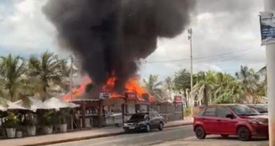 Bar pega fogo na Avenida Litorânea em São Luís