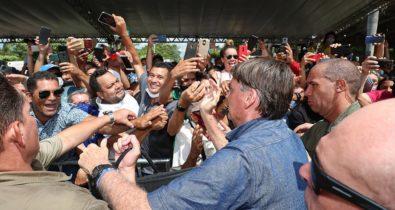 Jair Bolsonaro é multado por provocar aglomeração no Maranhão