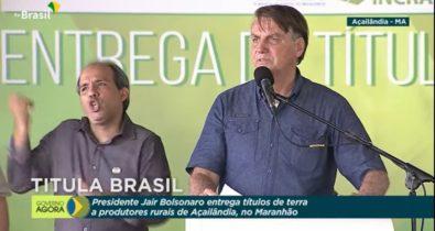 Jair Bolsonaro entrega títulos de propriedade rural em Açailândia