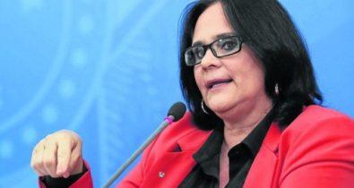 """Damares diz que governo Bolsonaro é """"o mais cor de rosa"""" da história"""
