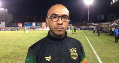 Apesar de proposta alta, Felipe Surian continua no comando técnico do Sampaio