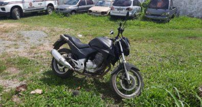 Motocicleta furtada e adulterada é recuperada no bairro Vila Cascavel