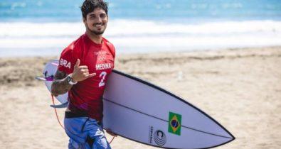 Gabriel Medina brilha e alcança semifinal do surfe