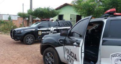 Casal é preso suspeito de tráfico de drogas em residência