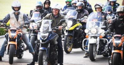 Bolsonaro participa de motociata em Porto Alegre