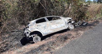 VÍDEO: colisão frontal entre carro e motocicleta deixa duas pessoas mortas na BR-136