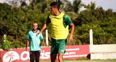 Sampaio oficializa contratação de zagueiro que atuou no Santos-SP