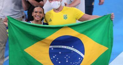 Rebeca Andrade conquista medalha de prata inédita na ginástica das Olimpíadas