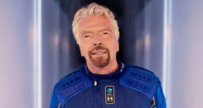 Bilionário faz 1º voo espacial a bordo da nave da Virgin Galactic