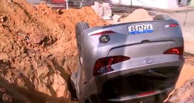 Veículo cai em buraco de obra da Caema no Habitacional Turu