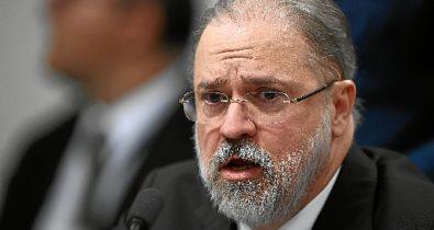 Alexandre de Moraes arquiva notícia-crime contra Augusto Aras por prevaricação