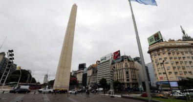 Argentina flexibiliza máscaras ao ar livre e reabrirá para brasileiros
