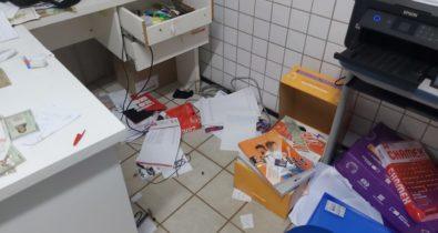 Após assaltarem escola, criminosos sequestram diretor-adjunto, agridem e roubam sua residência