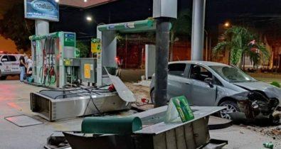 Motorista perde o controle e atinge bomba de gasolina em Imperatriz