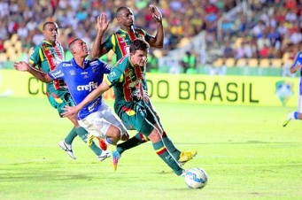 Jogo foi duro entre Sampaio e Palmeiras; lances polêmicos para ambos os lados
