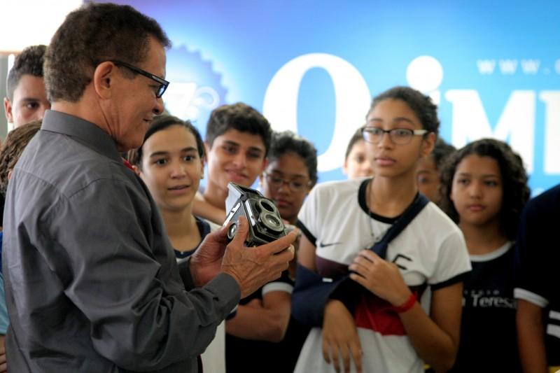Visita de alunos do col�gio Santa Teresa a reda��o do Jornal O Imparcia