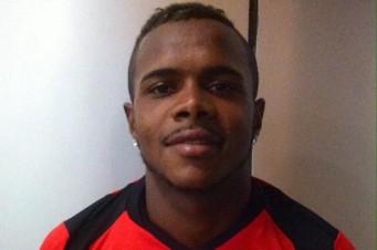 Felipe Dias não retornou de viagem e já está descartado