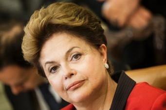 Dilma Rousseff, se reunirá amanhã com auxiliares no Palácio da Alvorada para discutir o corte no Orçamento
