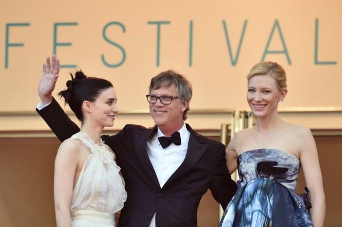 Cate Blanchett interpreta o personagem de Carol Aird, uma mulher madura, sofisticada, mas frágil