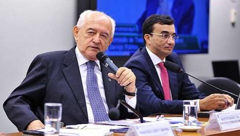 Ministro Manoel Dias (E): ajuste fiscal vai recuperar a capacidade de investimento