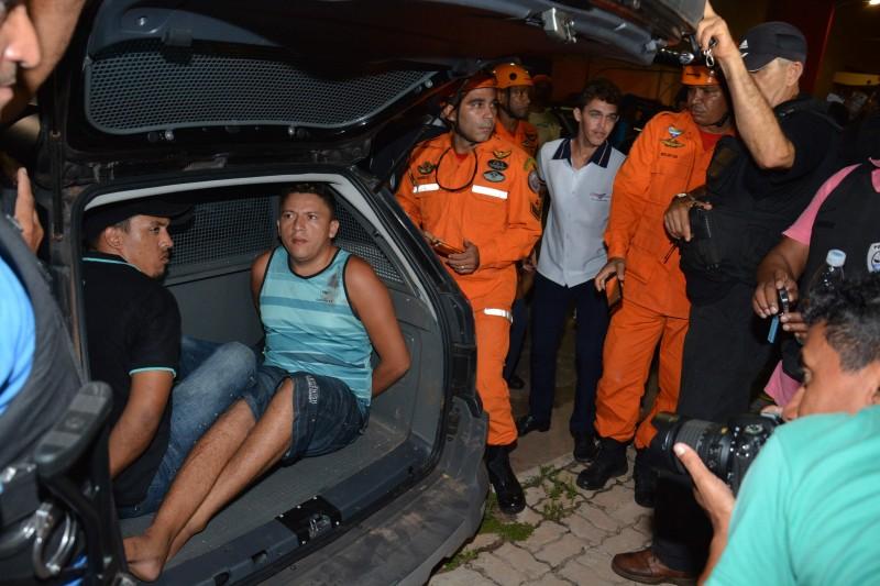 Pol�cia prende assaltantes e liberta ref�ns no Shopping do Autom�vel
