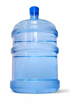 Água mineral comercializada na capital pode estar contaminada